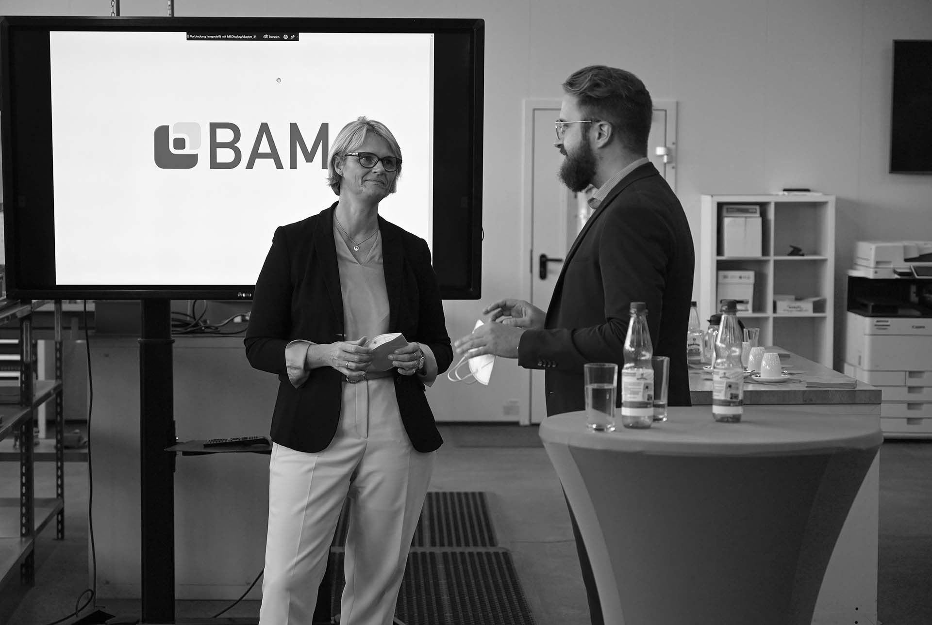 Bundesministerin-Anja-Karliczek-zu-Besuch-bei-BAM.jpg